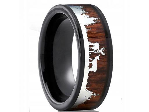 Czarna leśna obrączka myśliwska jeleń las drewno